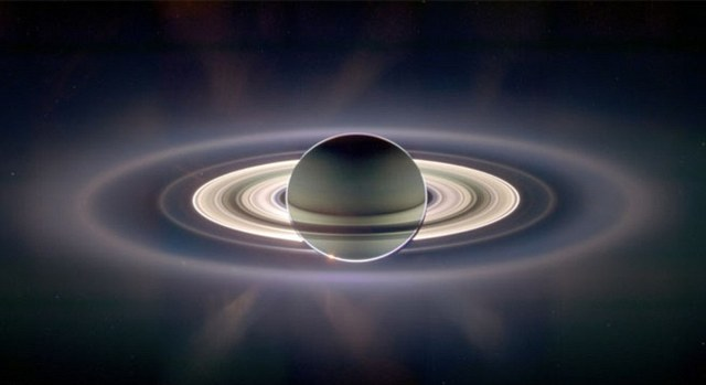 Perierga.gr - Μοναδική φωτογραφία του πλανήτη Κρόνου
