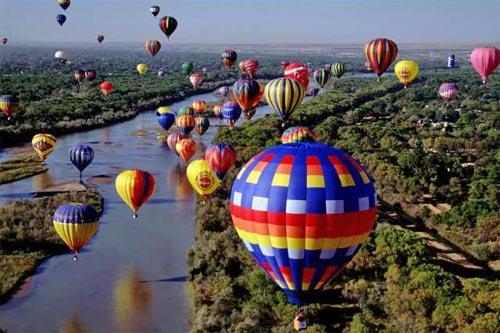 Perierga.gr - Ο ουρανός γέμισε αερόστατα