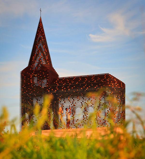 """perierga.gr - Η πρώτη """"διάφανη"""" εκκλησία στον κόσμο!"""