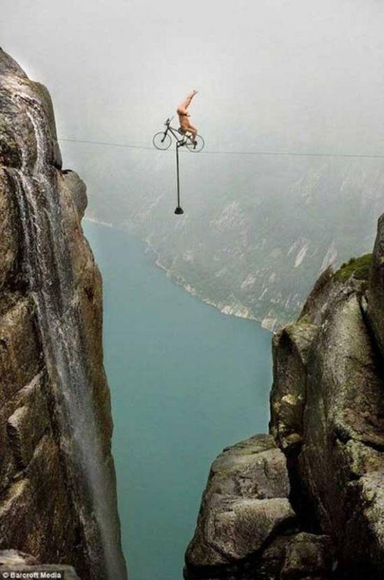 perierga.gr - Αν φοβάστε τα ύψη, μην το δείτε!