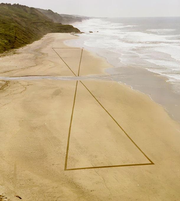Perierga.gr - Ζωγραφίζοντας στην άμμο!