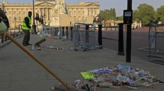 Perierga.gr - Ισπανία: Σκουπίστε μόνοι σας τους δρόμους