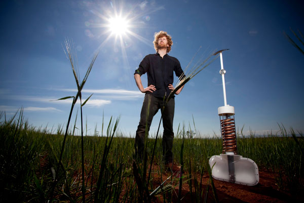 perierga.gr - Αυστραλός παρασκευάζει νερό... από τον αέρα!