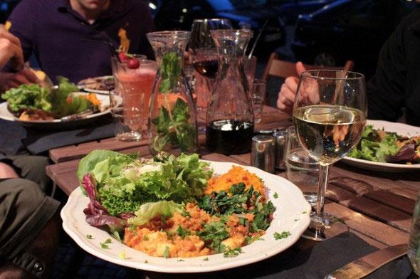 "perierga.gr - Πρωτότυπο ""παλαιολιθικό"" εστιατόριο άνοιξε στο Βερολίνο"