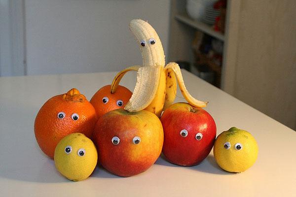 Μπανάνες, ακτινίδια, μήλα, πορτοκάλια