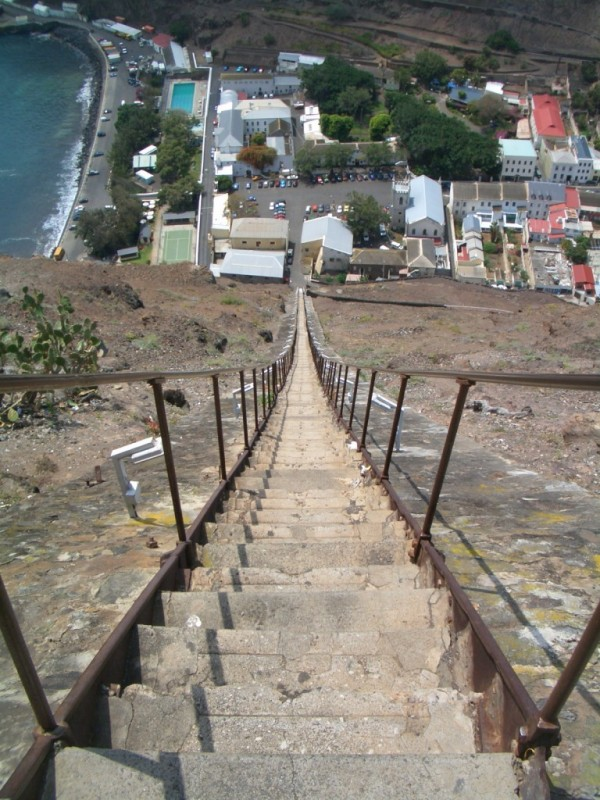 Perierga.gr - Η πιο απότομη σκάλα του κόσμου!