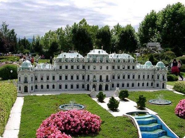 perierga.gr - Ο γύρος του κόσμου μέσα σε ένα... πάρκο!