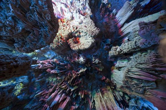 perierga.gr - Ένα σπήλαιο έχει τα χρώματα του ουράνιου τόξου!