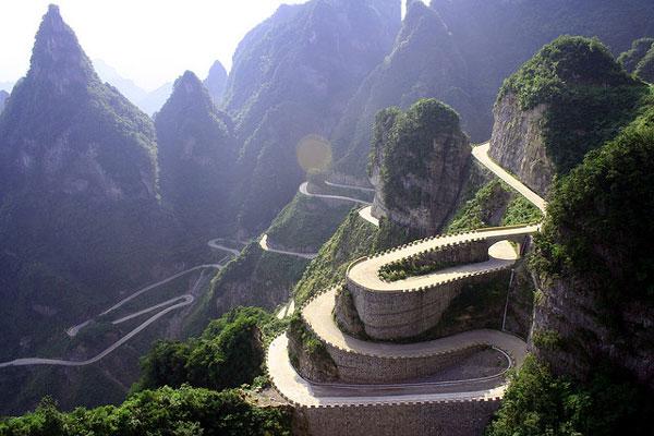 Ο πιο τρομακτικός δρόμος στον κόσμο...
