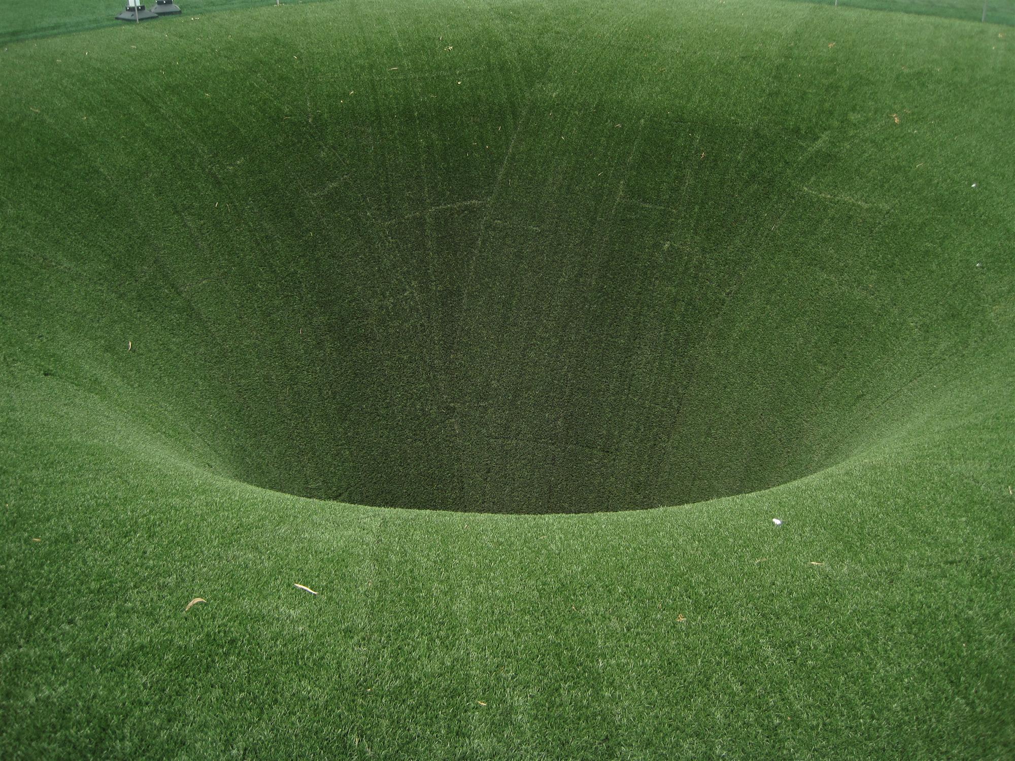 perierga.gr - Τι είναι αυτή η τεράστια τρύπα;