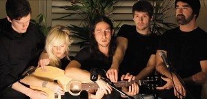 perierga.gr - Πέντε μουσικοί παίζουν σε... μία κιθάρα!