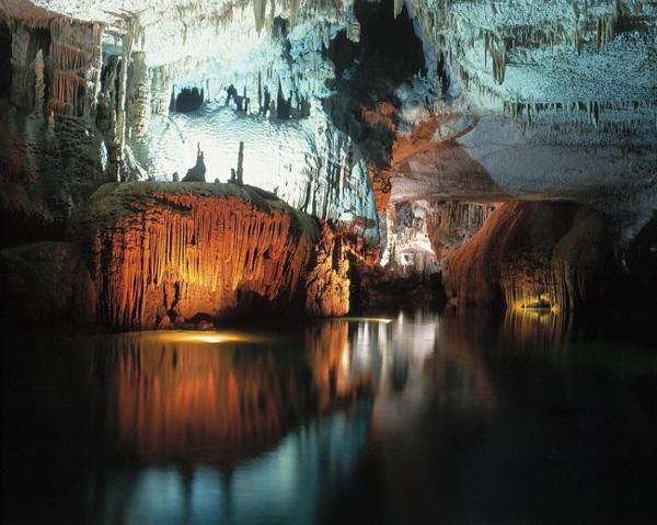 perierga.gr - Ένα σπήλαιο-γκαλερί... γοτθικού ρυθμού!