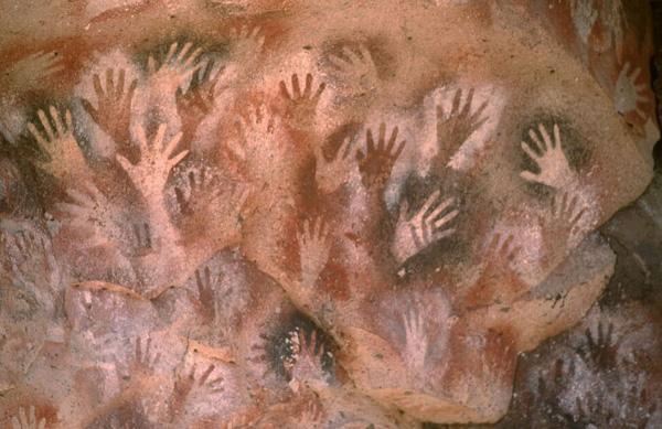 "perierga.gr - Η ""μυστηριακή"" σπηλιά των χεριών!"
