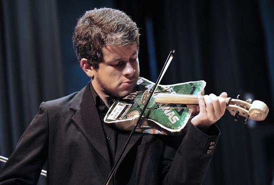 """perierga.gr - Η πρώτη """"ανακυκλωμένη"""" ορχήστρα!"""