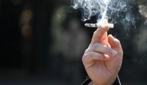 perierga.gr - Δείτε πώς θα κόψετε το κάπνσμα!