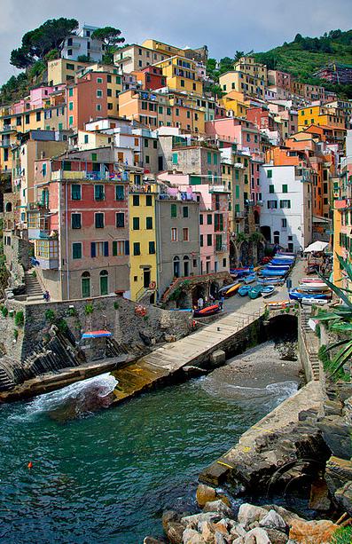 """Το πιο """"χρωματιστό"""" χωριό της Ευρώπης!"""