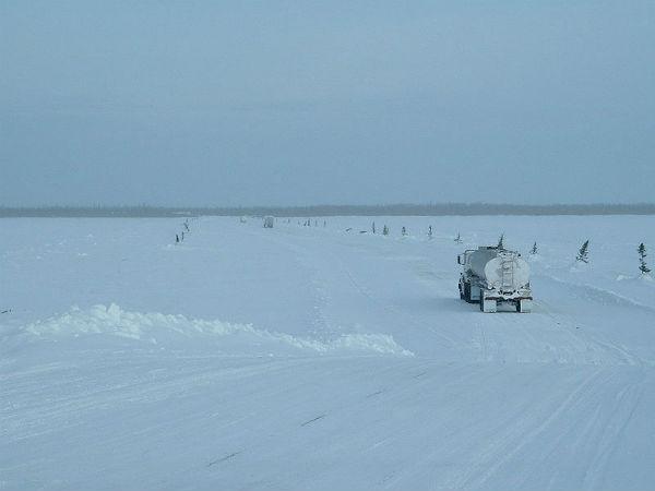 Perierga.gr - Οι δρόμοι του χειμώνα, φτιαγμένοι από... πάγο!