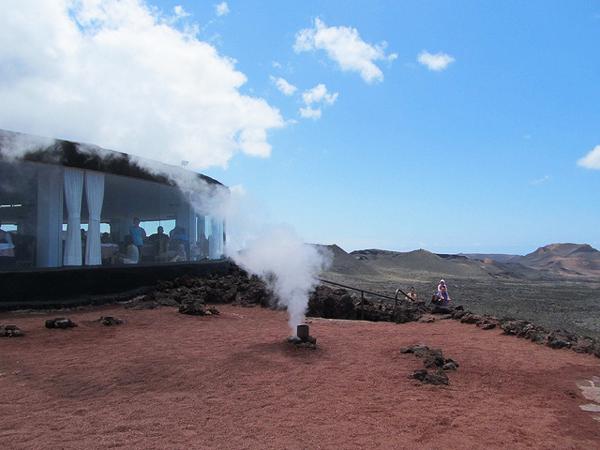 perierga.gr - Μπάρμπεκιου πάρτι πάνω σε ένα ηφαίστειο!