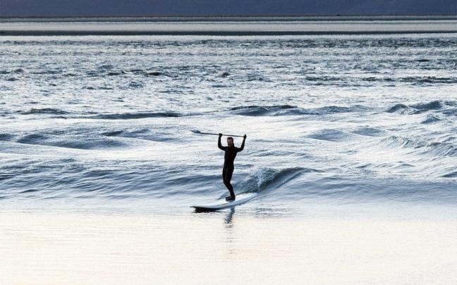 Perierga.gr - Δαμάζοντας τα κύματα