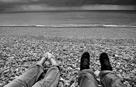 Perierga.gr - Ταξιδεύουν σε όλον τον κόσμο και φωτογραφίζουν τα πόδια τους!