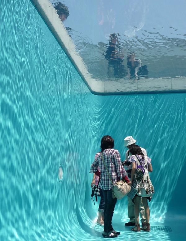 perierga.gr - Σε αυτή την πισίνα το κολύμπι... απαγορεύεται!