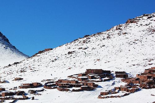 perierga.gr - Πάμε για σκι στις χιονισμένες κορυφές του... Μαρόκο!