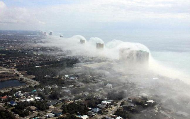 Perierga.gr - «Τσουνάμι» ομίχλης στην ακτογραμμή της Florida