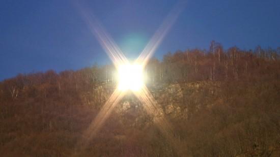 Perierga.gr - Ένας καθρέφτης έφερε τη λιακάδα σε χωριό της Ιταλίας