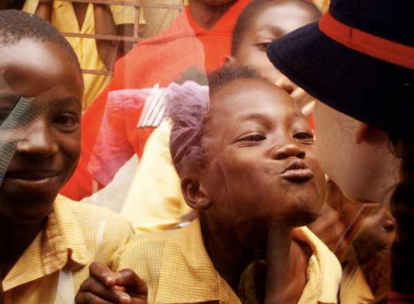 "perierga.gr - ""Κλόουν Χωρίς Σύνορα"" προσφέρουν χαρά στα παιδιά!"