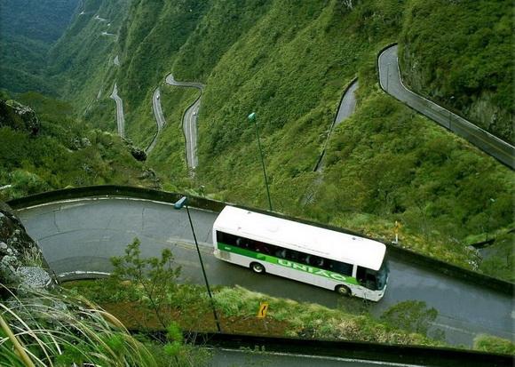 "perierga.gr - ""Φιδίσιοι"" δρόμοι για extreme οδήγηση!"