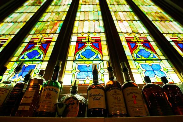 perierga.gr - Μια εκκλησία έγινε... ναός της γαστρονομίας!