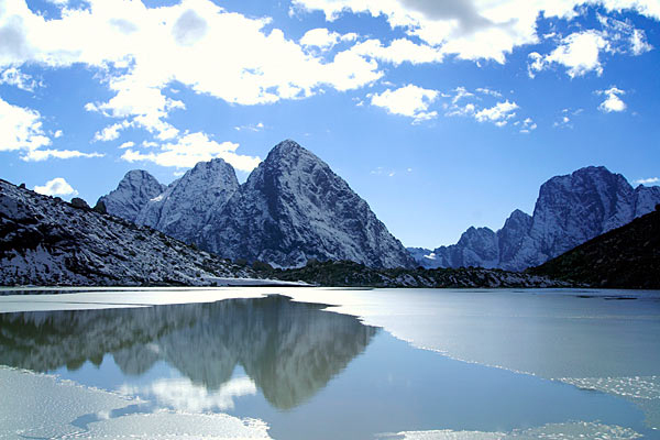 mychannel.gr - Πανέμορφη λίμνη που... σκοτώνει!