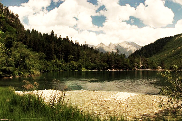 mychannel.gr- Πανέμορφη λίμνη που... σκοτώνει!