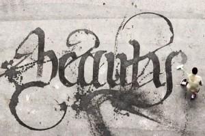 "perierga.gr - ""Καλλι-γκράφιτι"" με μια σκούπα και νερό!"