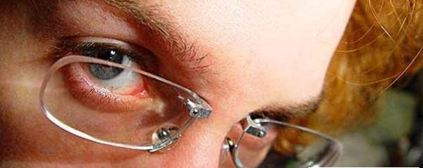 perierga.gr - Γυαλιά μυωπίας με... piercing!!!