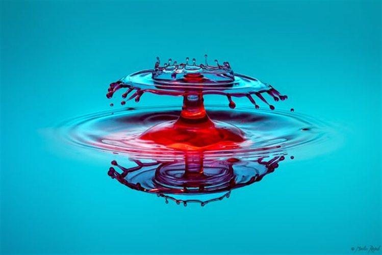Perierga.gr - Σταγόνες σχηματίζουν υδάτινα γλυπτά