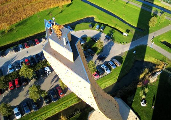 perierga.gr - Ο ψηλότερος τοίχος αναρρίχησης στον κόσμο!