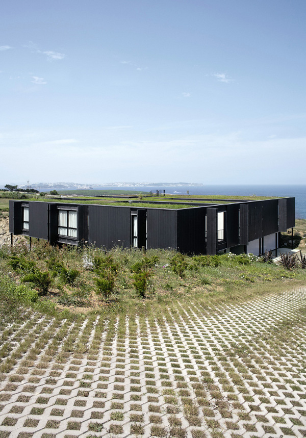 "perierga.gr - Ένα ""επιτραπέζιο"" σπίτι πάνω στα βράχια!"