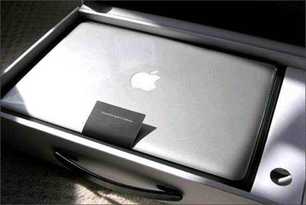 perierga.gr - MacBook Pro: Το πιο περίεργο άρωμα που έγινε ποτέ!