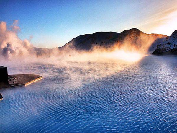 perierga.gr - Δυναμική επιστροφή στη... γαλάζια λίμνη!