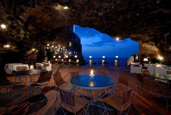 Δείπνο μέσα σε μια σπηλιά!