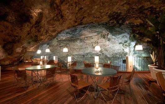 perierga.gr - Δείπνο μέσα σε μια σπηλιά!