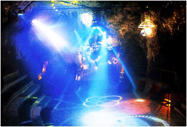 perierga.gr - Ένα ατμοσφαιρικό μπαρ στα... έγκατα της Γης!