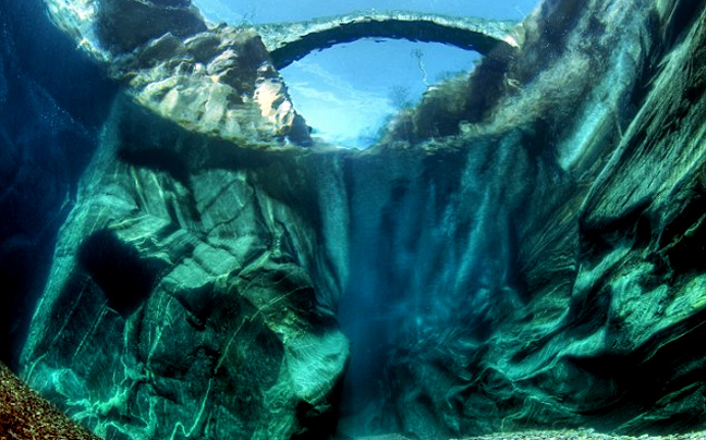 Perierga.gr - Ίσως ο καθαρότερος ποταμός του κόσμου