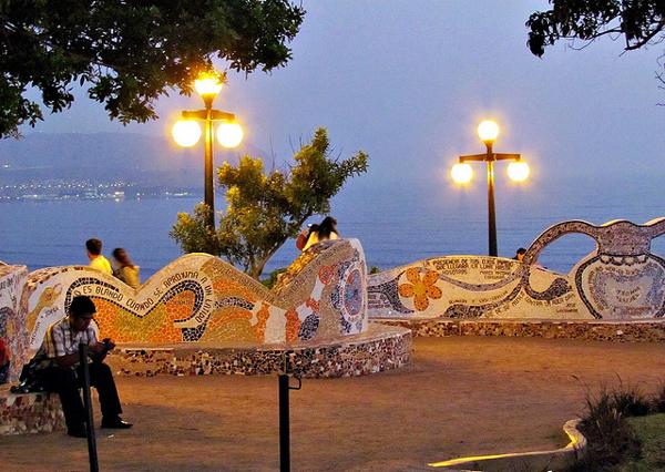 "perierga.gr - Παθιασμένα φιλιά στο παράξενο ""Πάρκο της αγάπης""!"