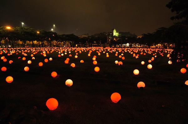 perierga.gr - 9.000 πολύχρωμα φώτα άναψαν στη Ρώμη!