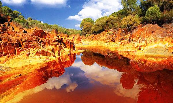 "perierga.gr - Το ""κόκκινο ποτάμι"" της Ισπανίας!"