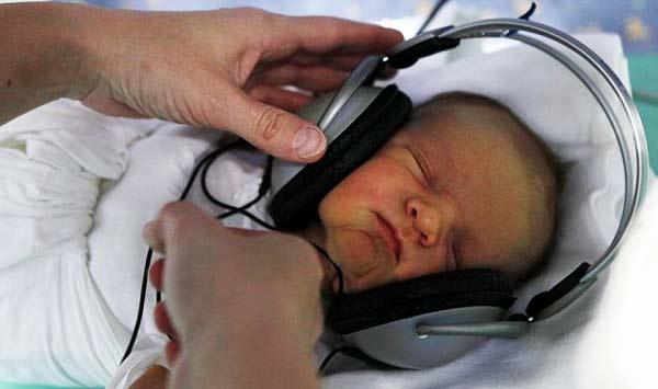 perierga.gr - Νεογέννητα ακούνε κλασική μουσική!