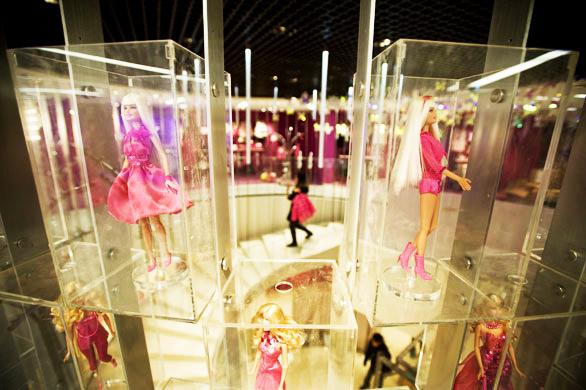 perierga.gr - Ο θαυμαστός κόσμος της Barbie σε ένα πολυκατάστημα!