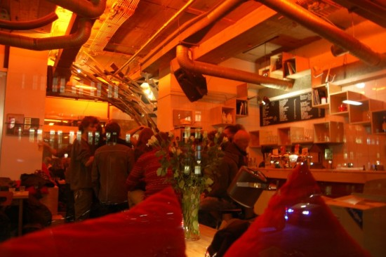 """perierga.gr - Πρωτότυπο εστιατόριο """"απαντά"""" δυναμικά στην κρίση!"""